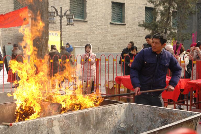 Жертвенник в храме Байюнгуань в Пекине